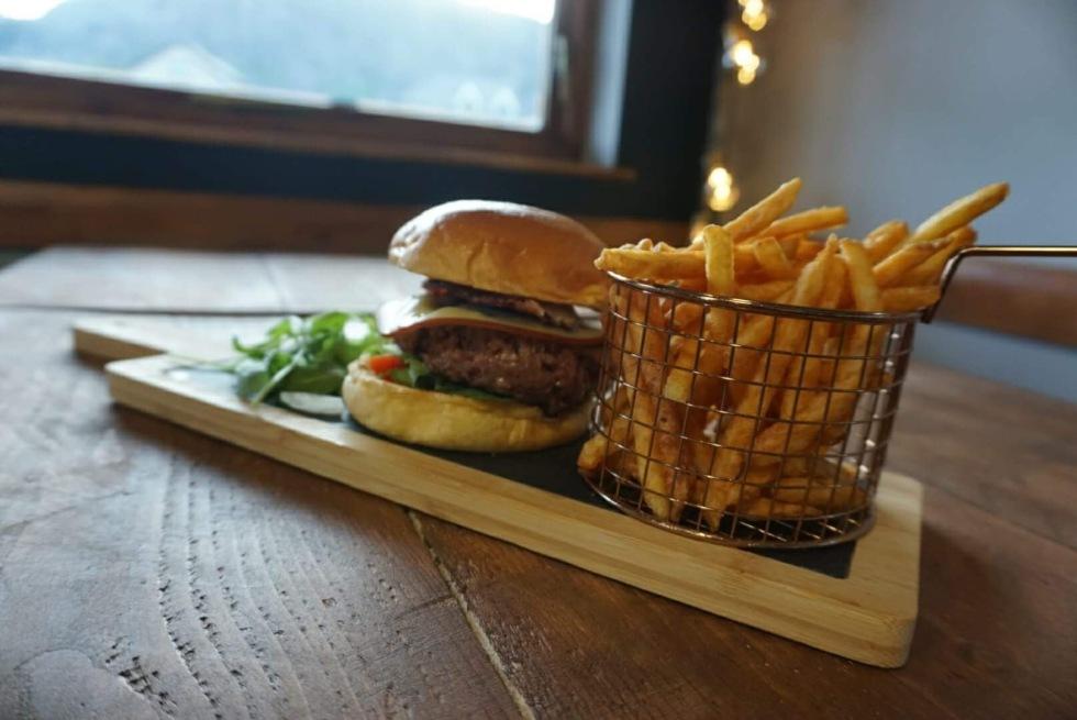 gourmet-burger-cafe-blaenau-ffestiniog-caffik-kiki